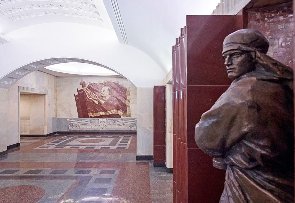 """Станция метро """"Бауманская"""""""