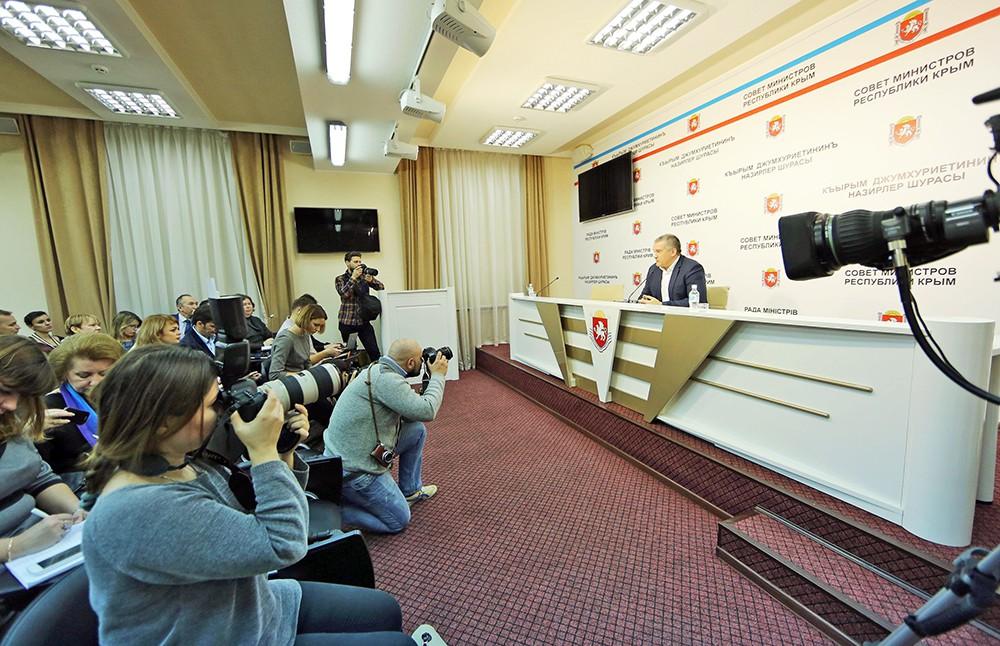 Пресс-конференция главы Крыма Сергея Аксенова