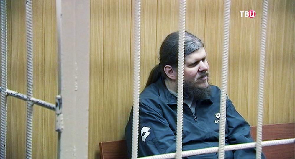 """Андрей Попов, называющий себя """"богом Кузей"""" в зале суда"""