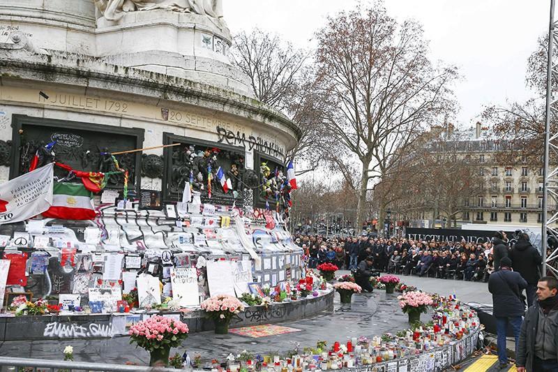 Митинг в память о жертвах терактов в Париже