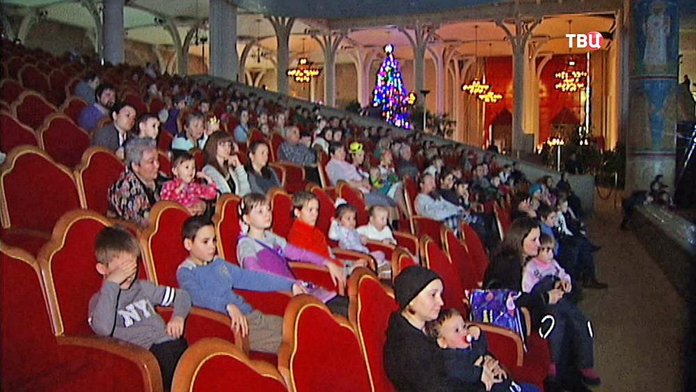 Рождественская елка в храме Христа Спасителя