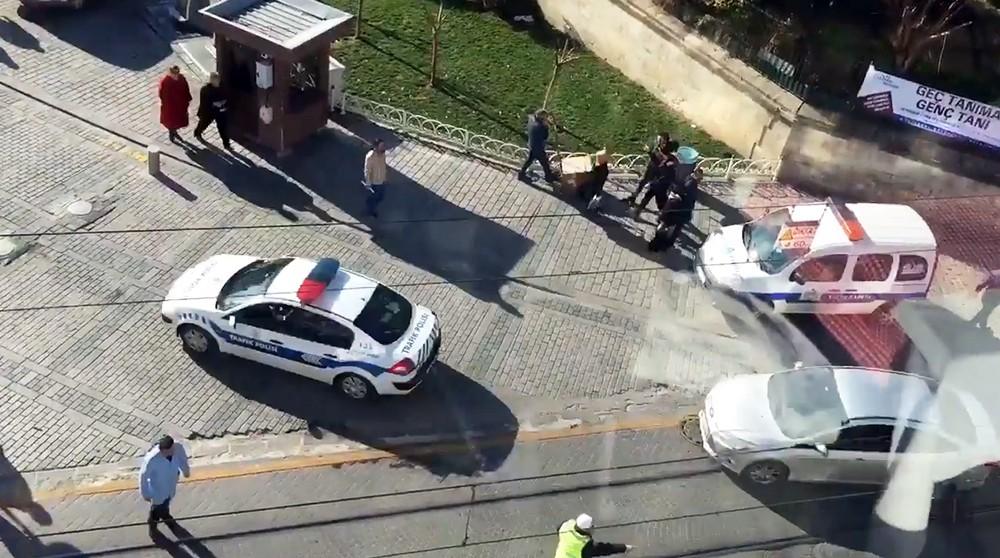 Полиция Турции на месте происшествия в Стамбуле