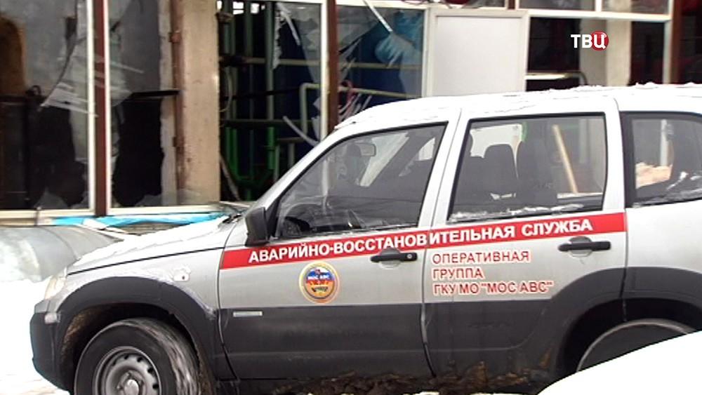 Аварийно-восстановительная служба на месте взрыва газа