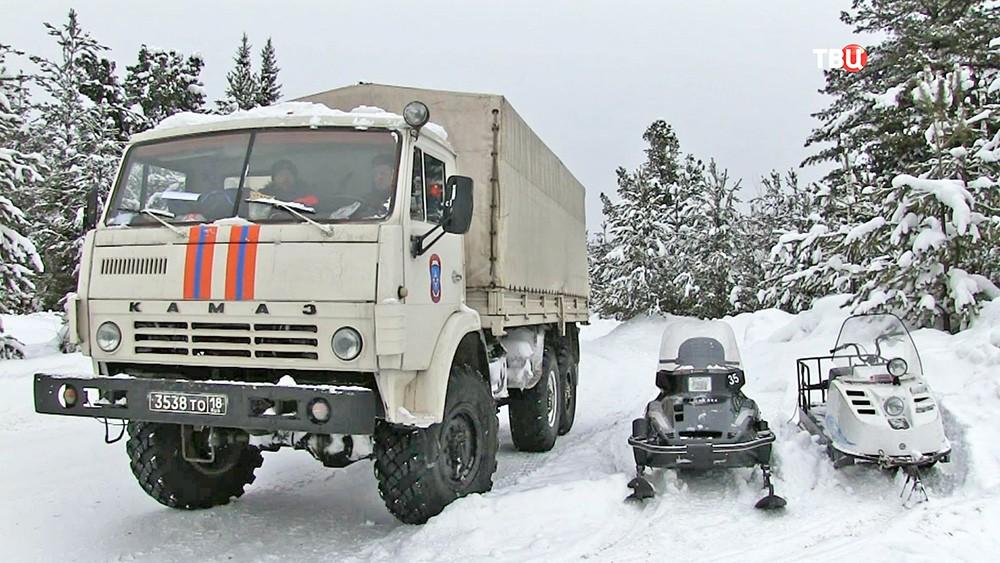 Машины спасателей МЧС по Удмуртской республике