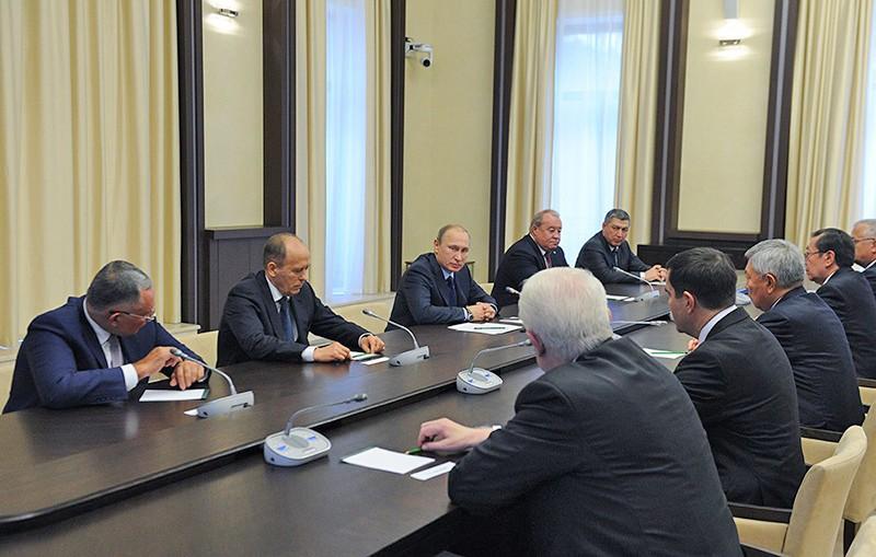 Президент России Владимир Путин во время встречи с главами делегаций органов безопасности и специальных служ