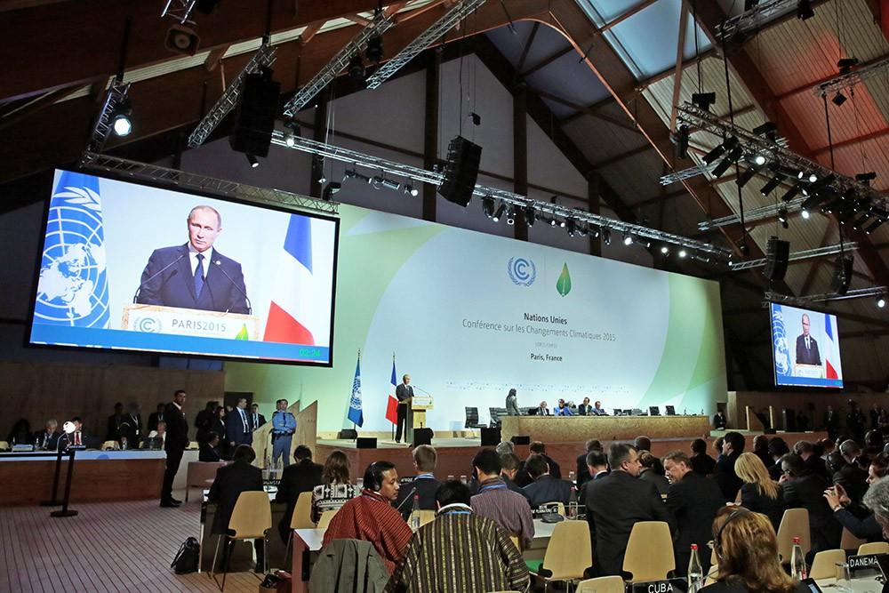 Президент России Владимир путин выступает на Климатический саммит в Париже