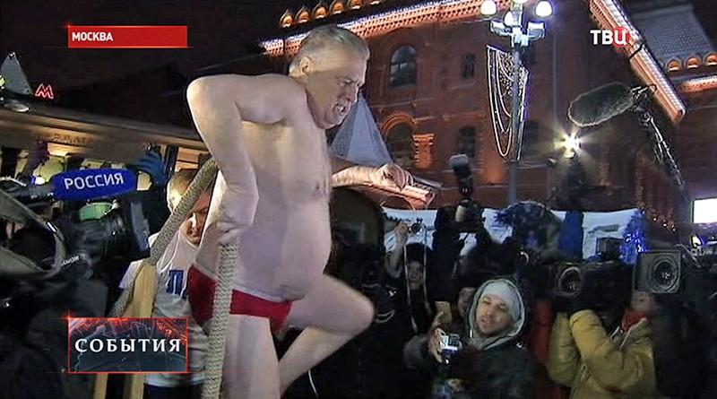 Владимир Жириновский купается в купели