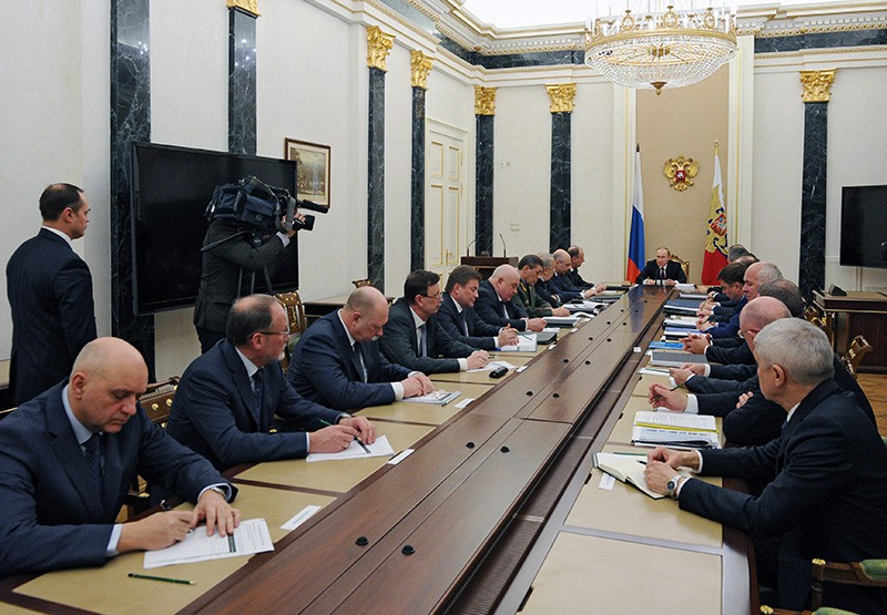 Президент России Владимир Путин проводит в Кремле совещание
