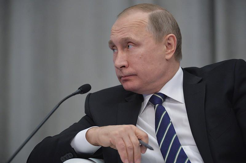 Президент РФ Владимир Путин на пленарном заседании всероссийского предпринимательского форума