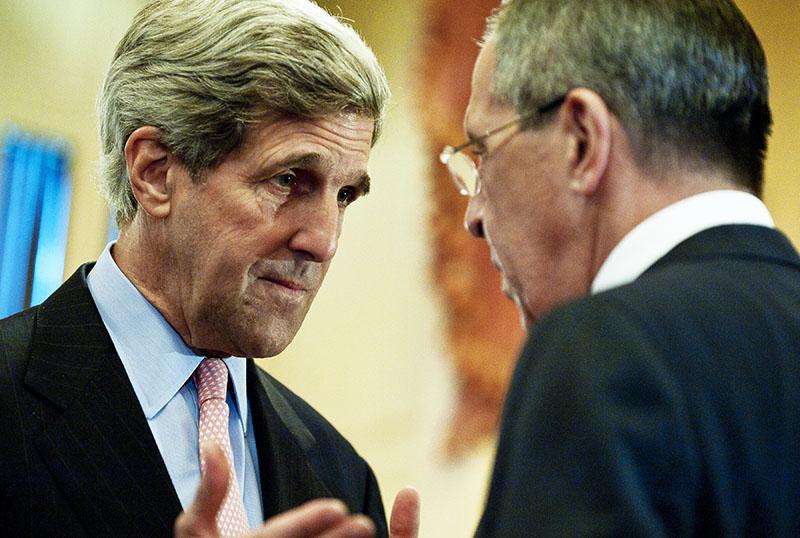 Министр иностранных дел России Сергей Лавров и государственный секретарь США Джон Керри во время встречи