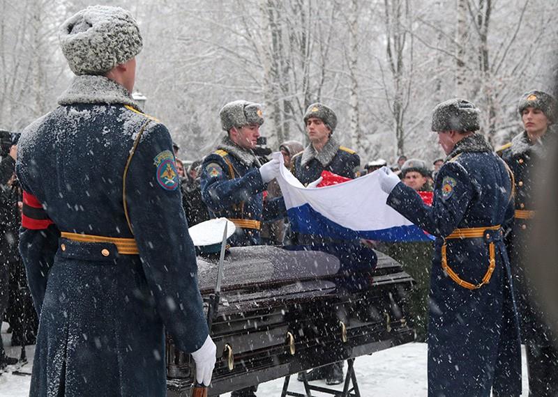 Церемония прощания с героем России подполковником ВКС России Олегом Пешковым, погибшем в Сирии
