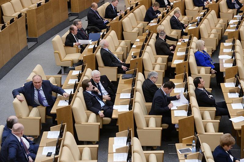 Депутаты Государственной Думы России на пленарном заседании