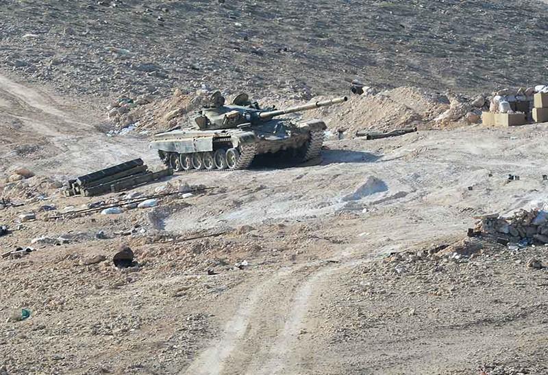 Танк Т-72 сирийской армии на передовой позиции