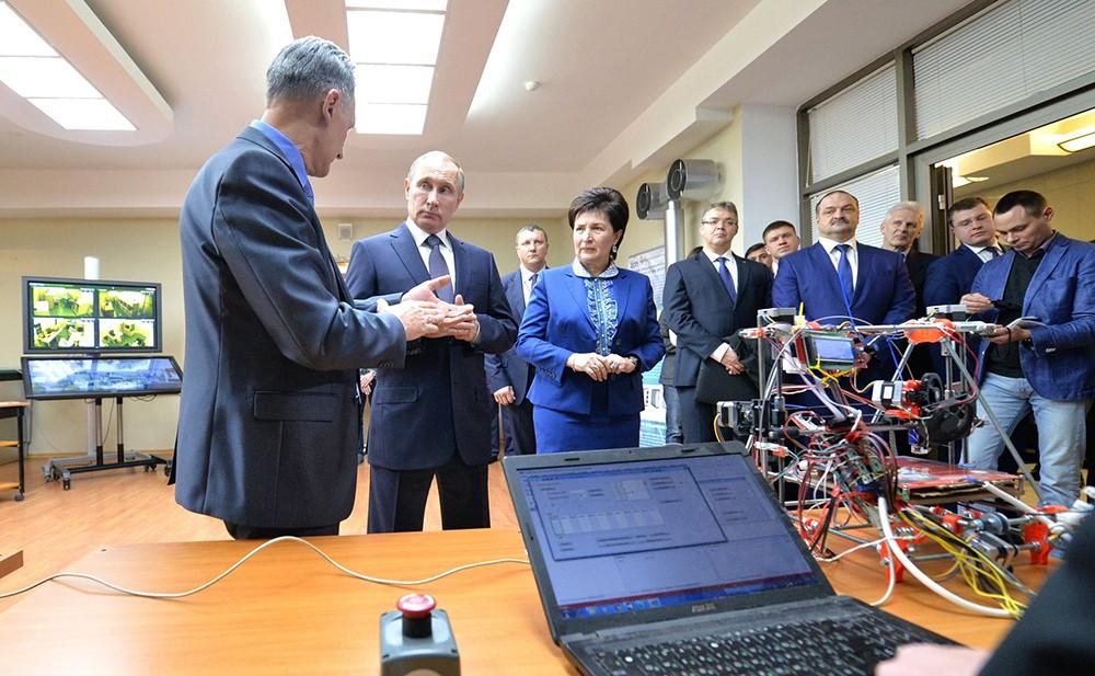 Президент России Владимир Путин посетил Северо-Кавказский федеральный университет