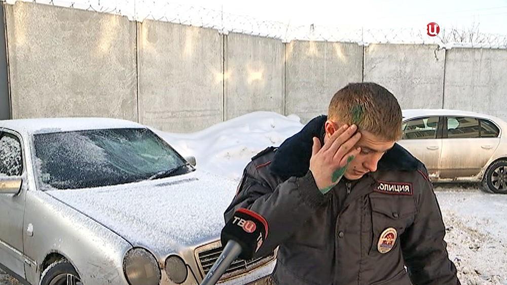 Пострадавший полицейский при задержании преступников