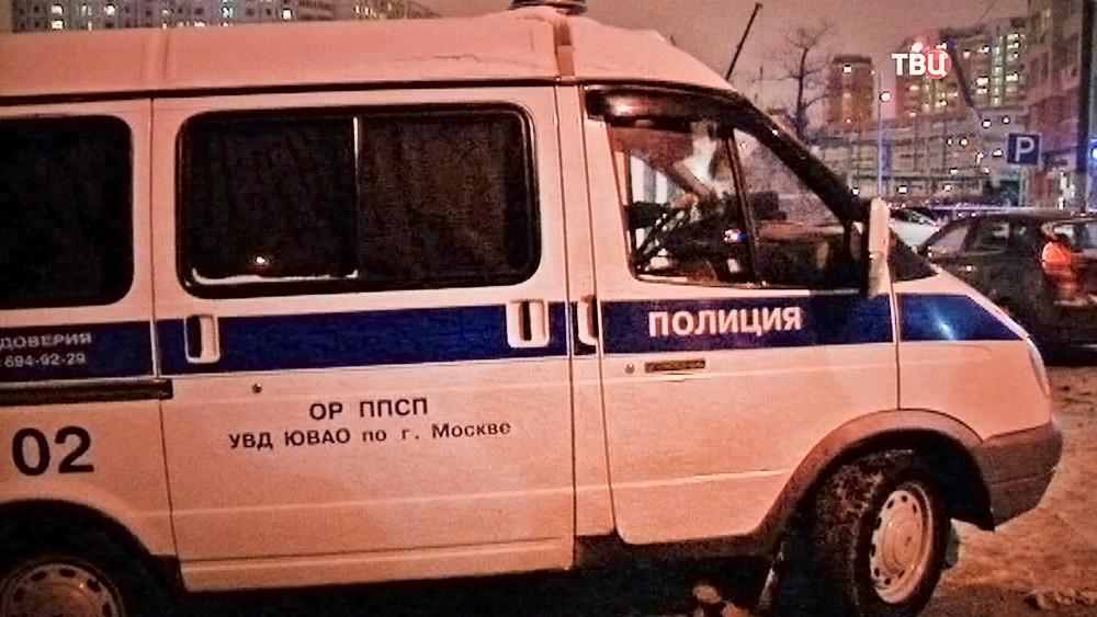 Машина полиции УВД ЮВАО на месте происшествия в Москве
