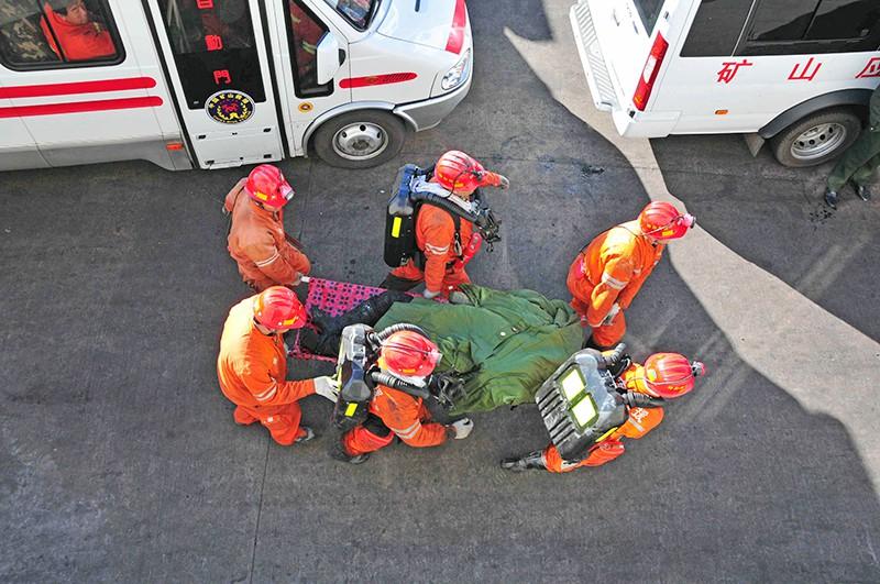 Спасатели Китая извлекли из под завалов шахтеров