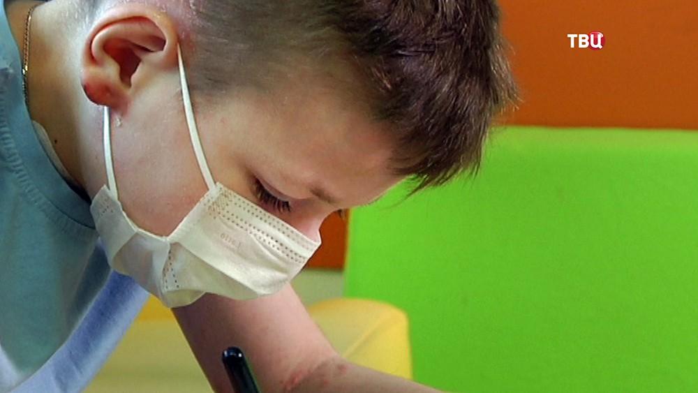11-летний Арсений Леньшин с мамой в больнице