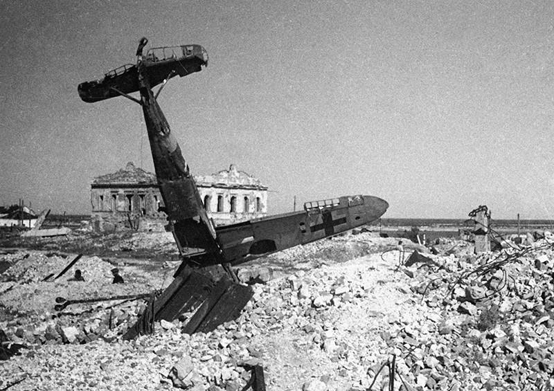 Немецкий истребитель, сбитый в бою над Сталинградом