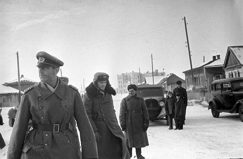 Командующий 6-й немецкой армией фельдмаршал Фридрих Паулюс, взятый в плен советскими войсками