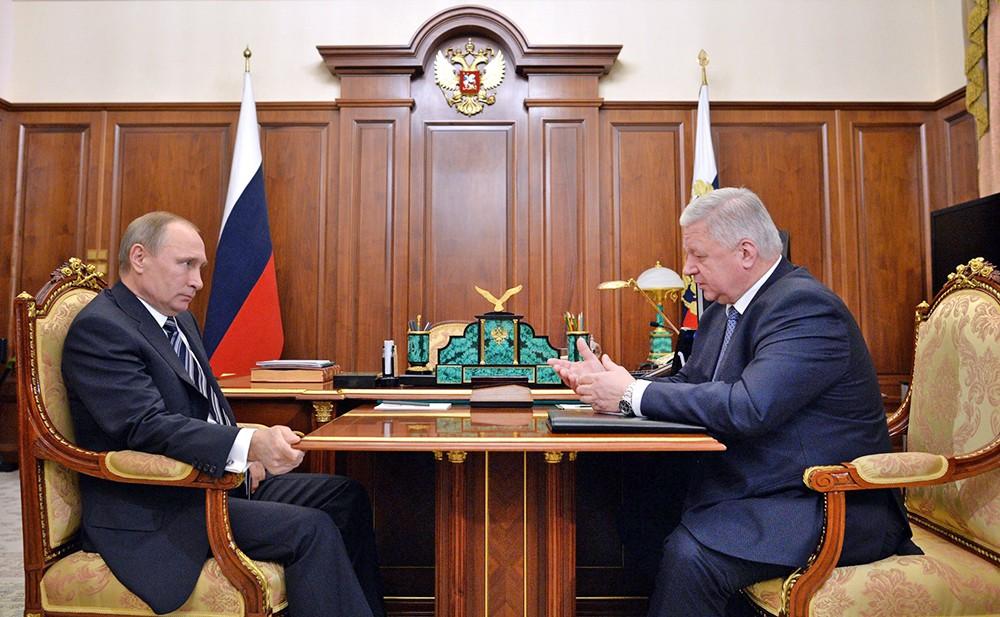 Президент России Владимир Путин и глава ФНПР Михаил Шмаков