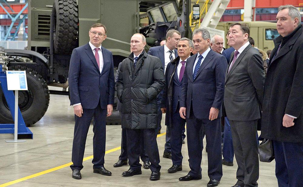 Владимир Путин, Рустам Минниханов, Сергей Шойгу и Дмитрий Рогозин посетили завод специальных автомобилей