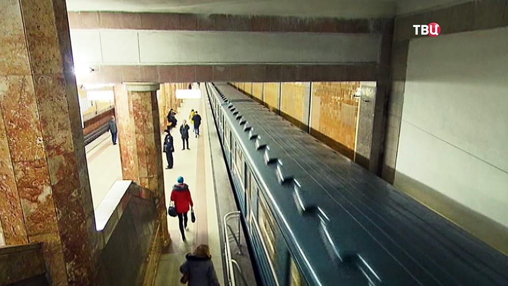 потрогал в метро при муже