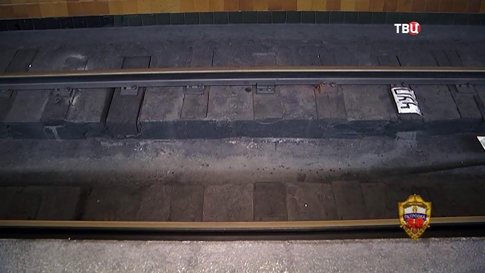 Рельсы метро
