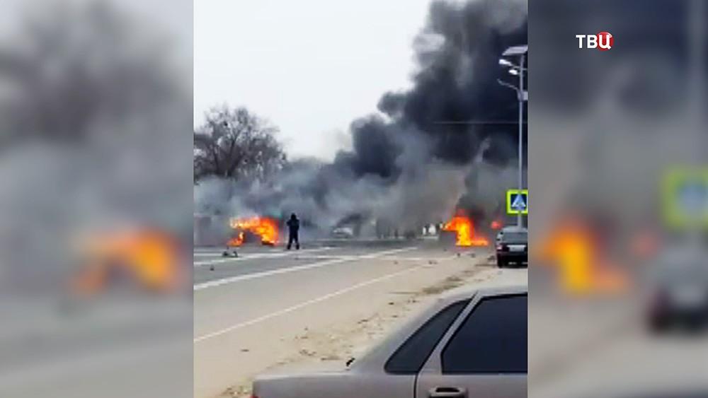 Последствия взрыва у поста ДПС в Дагестане