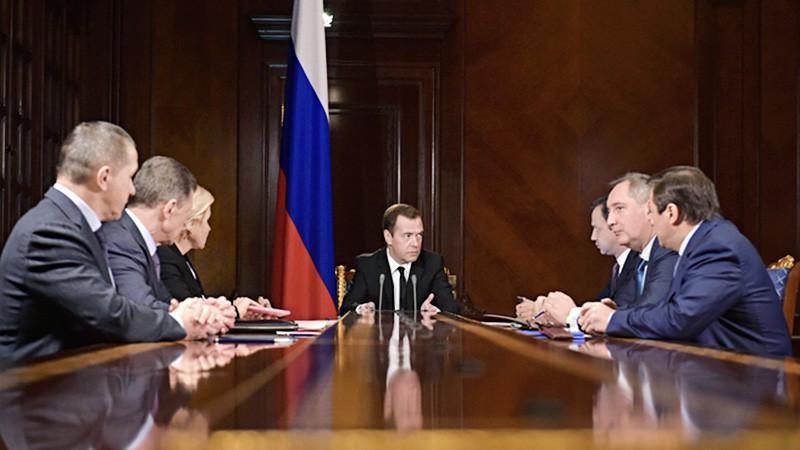 Дмитрий Медведев проводит заседание с вице-премьерами