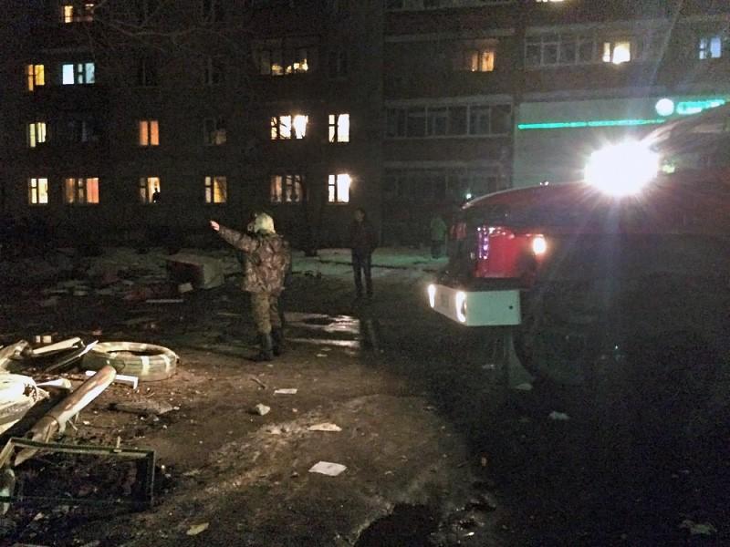 Службы спасения на месте обрушения многоквартирного дома в Ярославле