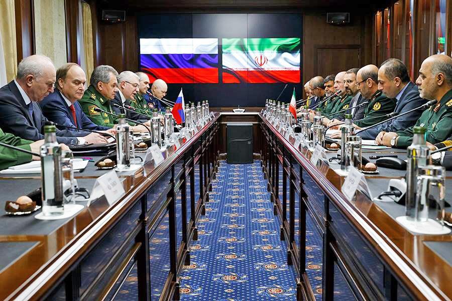 Министр обороны России генерал армии Сергей Шойгу встретился с иранским коллегой Хосейном Дехканом