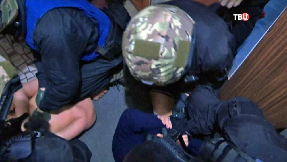 Сотрудники ФСБ проводят спецоперацию