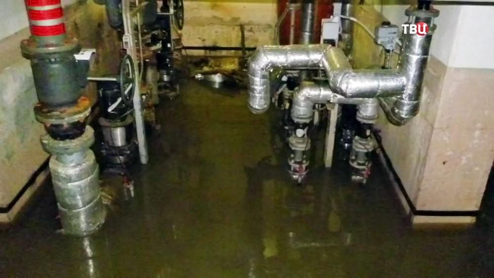 Затопленный подвал в жилом доме