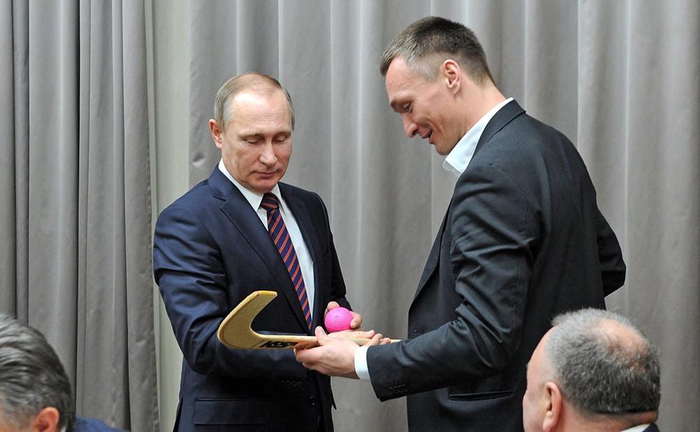 Президент России Владимир Путин встретился со сборной России по хоккею с мячом
