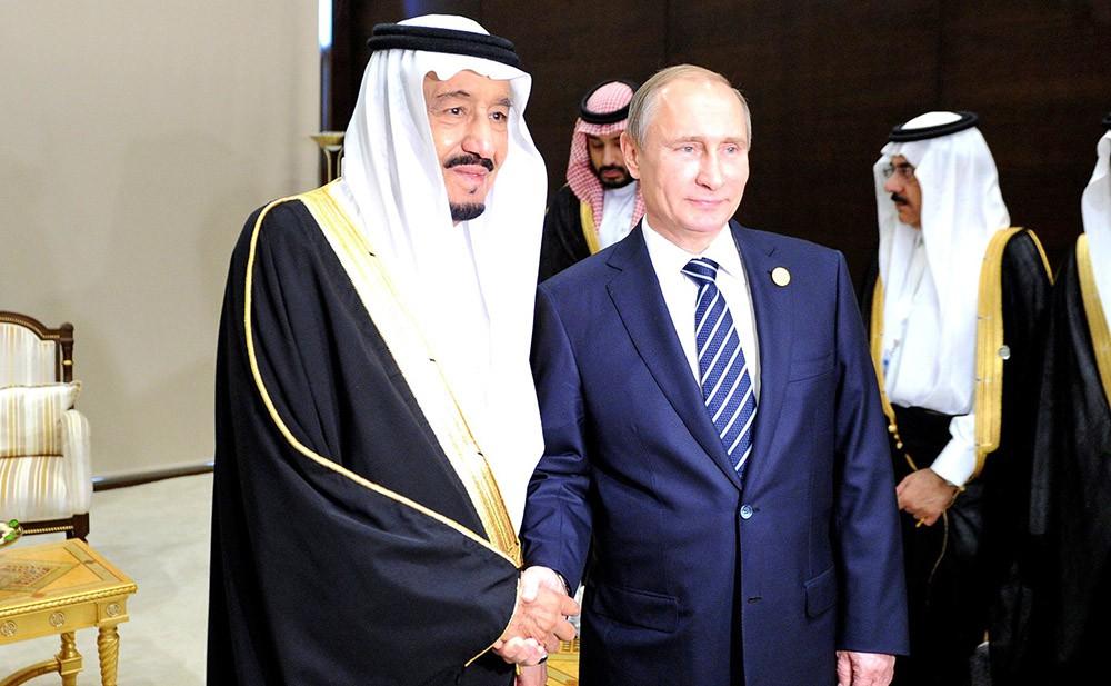 Президент России Владимир Путин и король Саудовской Аравии Сальман Бен Абдель Азиз Аль Сауд