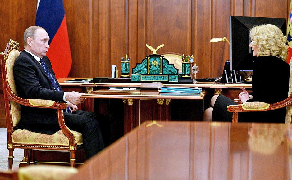 Президент России Владимир Путин и председатель Счётной палаты Татьяна Голикова