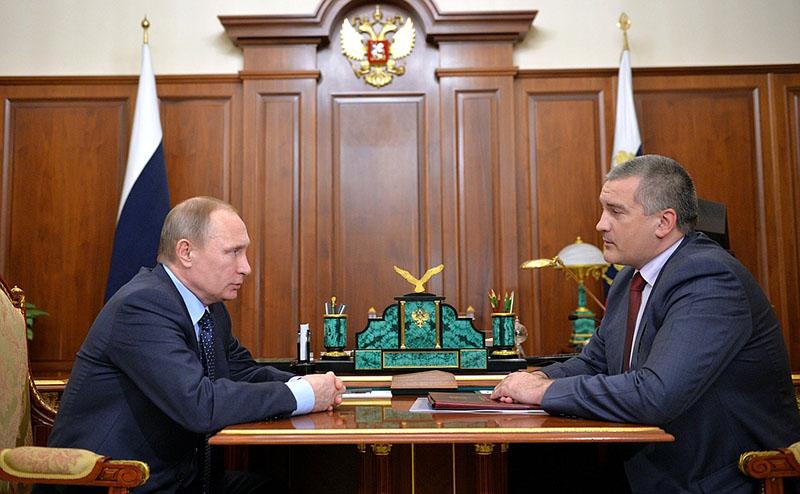 Владимир Путин и Глава Республики Крым Сергей Аксёнов