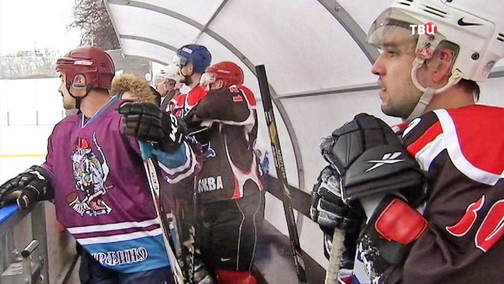 Хоккеисты на ледовой арене