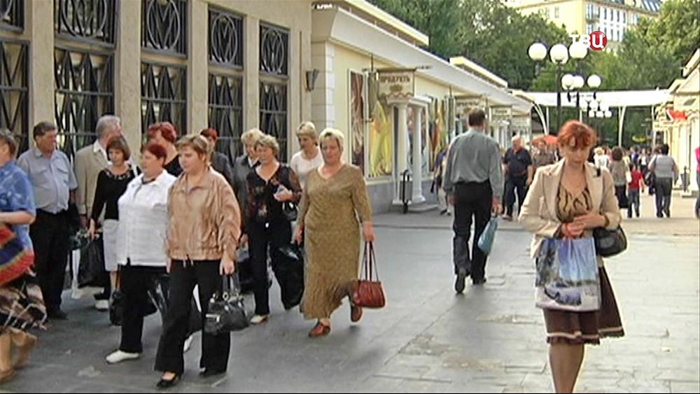 """Торговые ряды у метро """"Кропоткинская"""""""