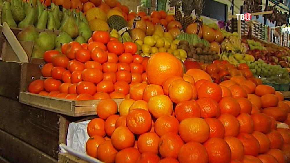 Прилавок с фруктами