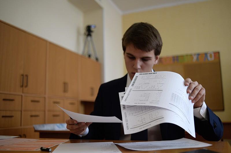 Ученик во время пробного ЕГЭ по математике