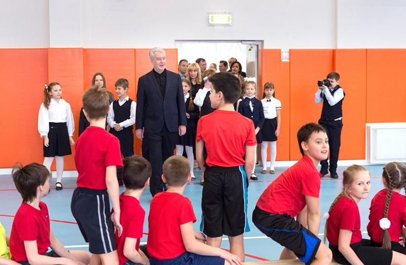 Сергей Собянин осматривает детский сад и школу