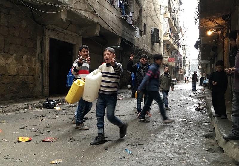 Жители возвращаются в освобожденную от боевиков сирийскую Латакию
