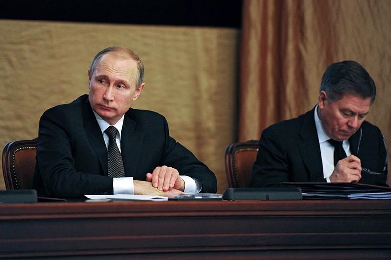 Президент России Владимир Путин и председатель Верховного суда РФ Вячеслав Лебедев на заседании коллегии ФСБ в Москве