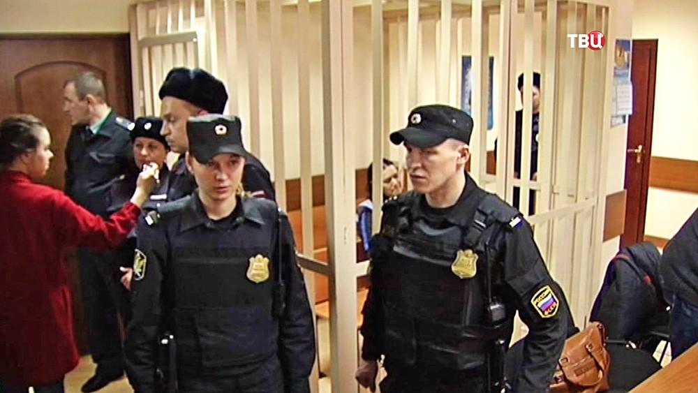 Няня Гюльчехра Бобокулова, обвиняемая в убийстве 4-летней девочки, в зале суда