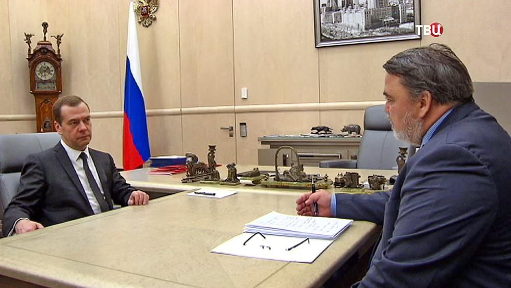 Председатель правительства России Дмитрий Медведев и руководитель ФАС Игорь Артемьев