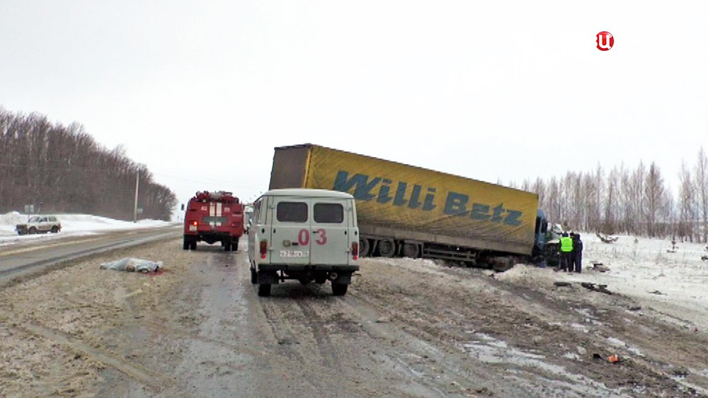 ДТП микроавтобуса и грузовика Пензой