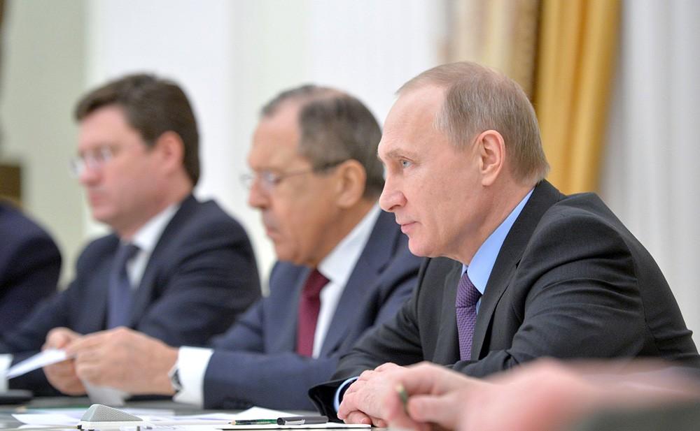 Владимир Путин, Сергей Лавров и Александр Новак
