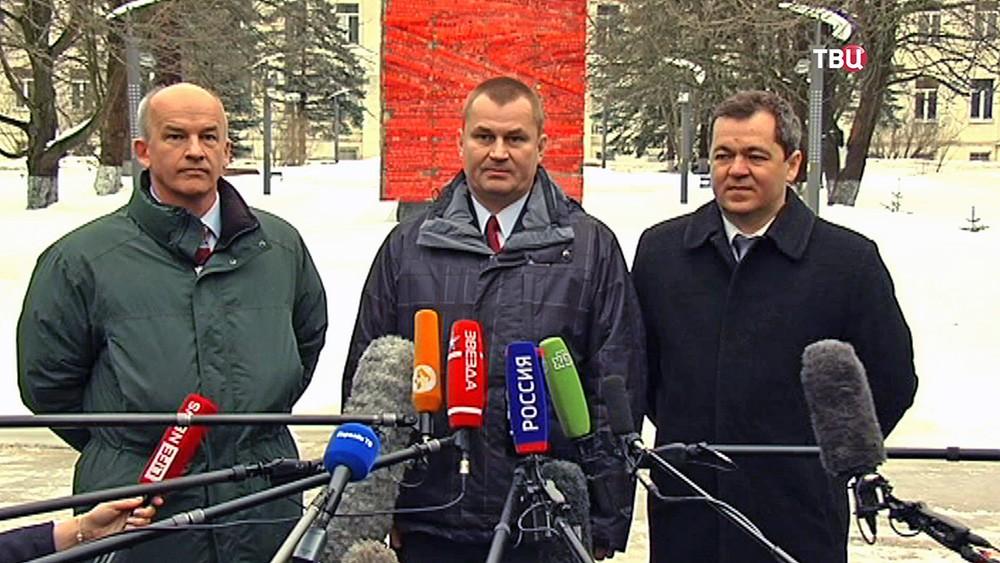 Члены нового экипажа МКС: Джеффри Уильямс, Алексей Овчинин и Олег Скрипочка